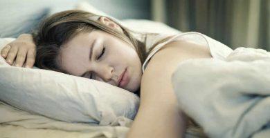 beneficios de dormir bien y fresco