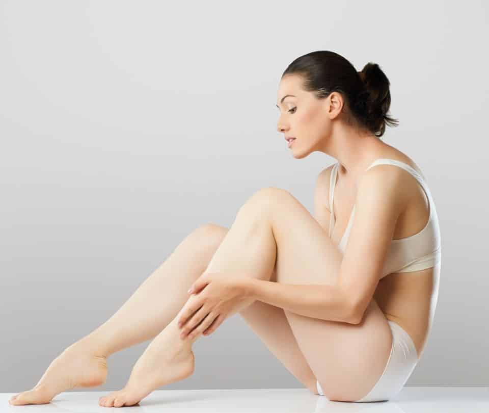 Aclarar la piel de forma natural codos y rodillas