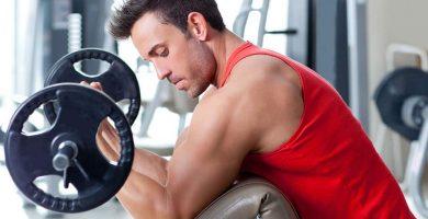 razones tus bíceps no crecen