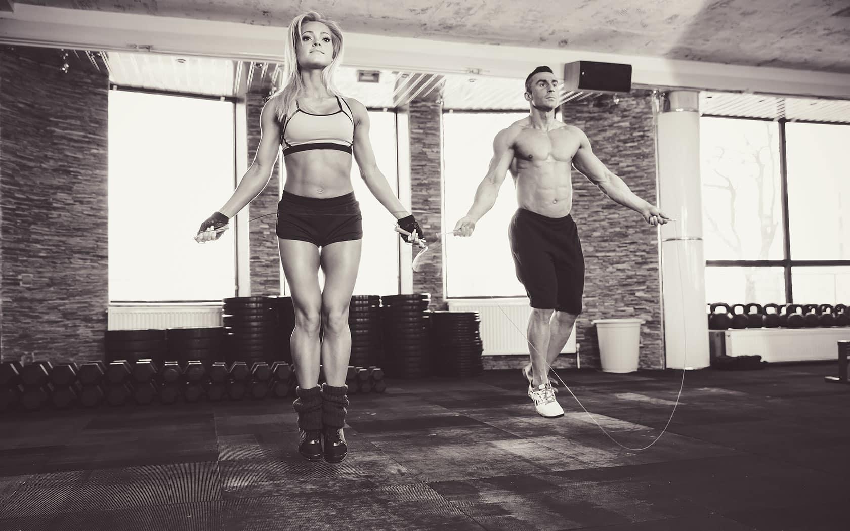 Beneficios de saltar la cuerda mujer y hombre