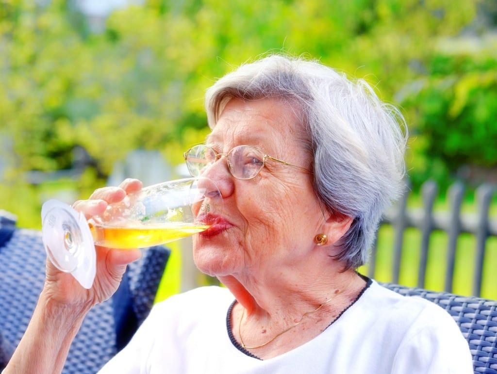 beneficios de la cerveza huesos articulaciones sanos fuertes
