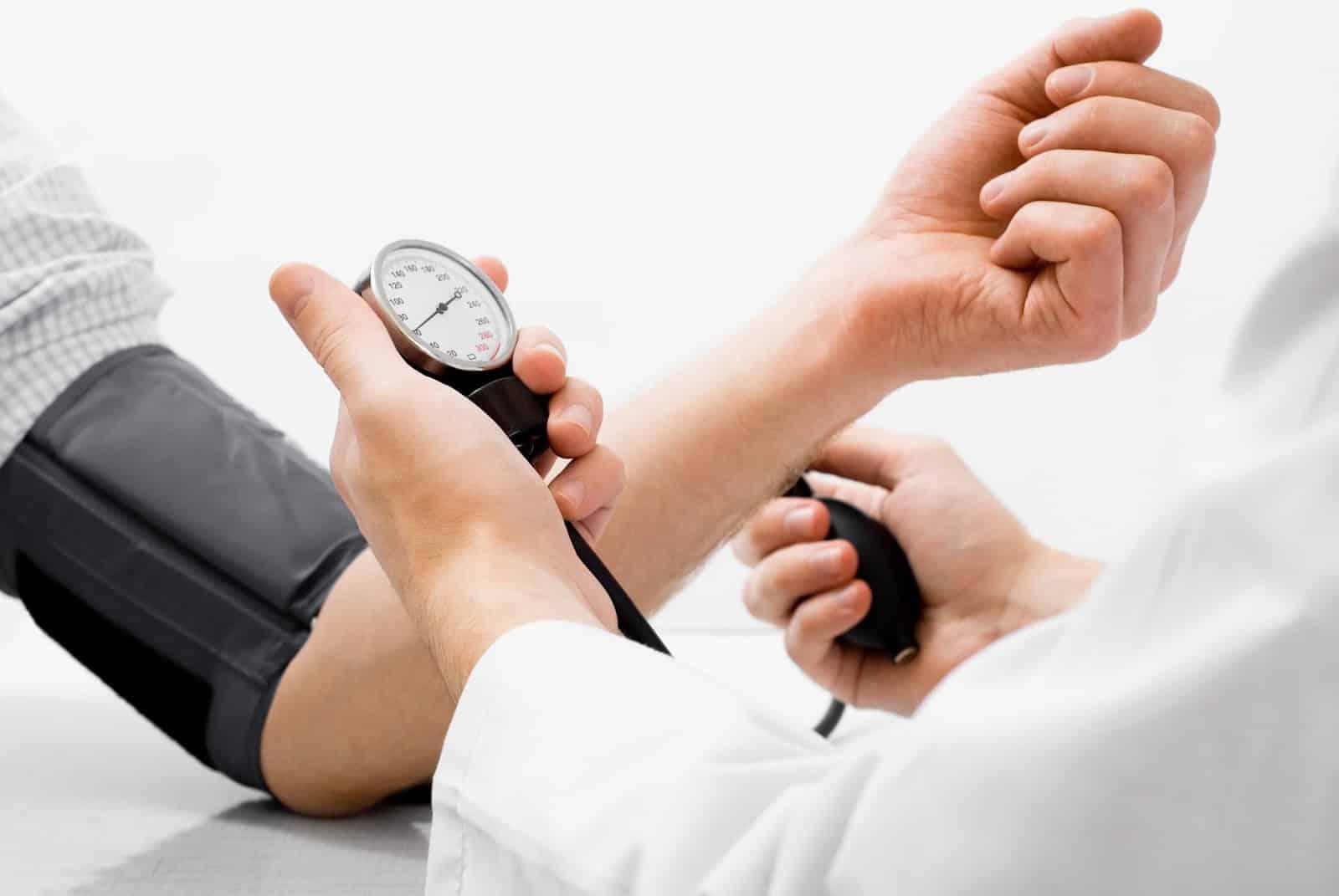 beneficios de la guayaba previene enfermedades cardiovasculares
