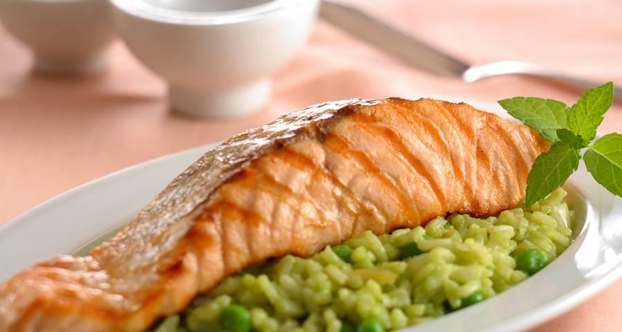 alimentos para fortalecer los huesos pescado