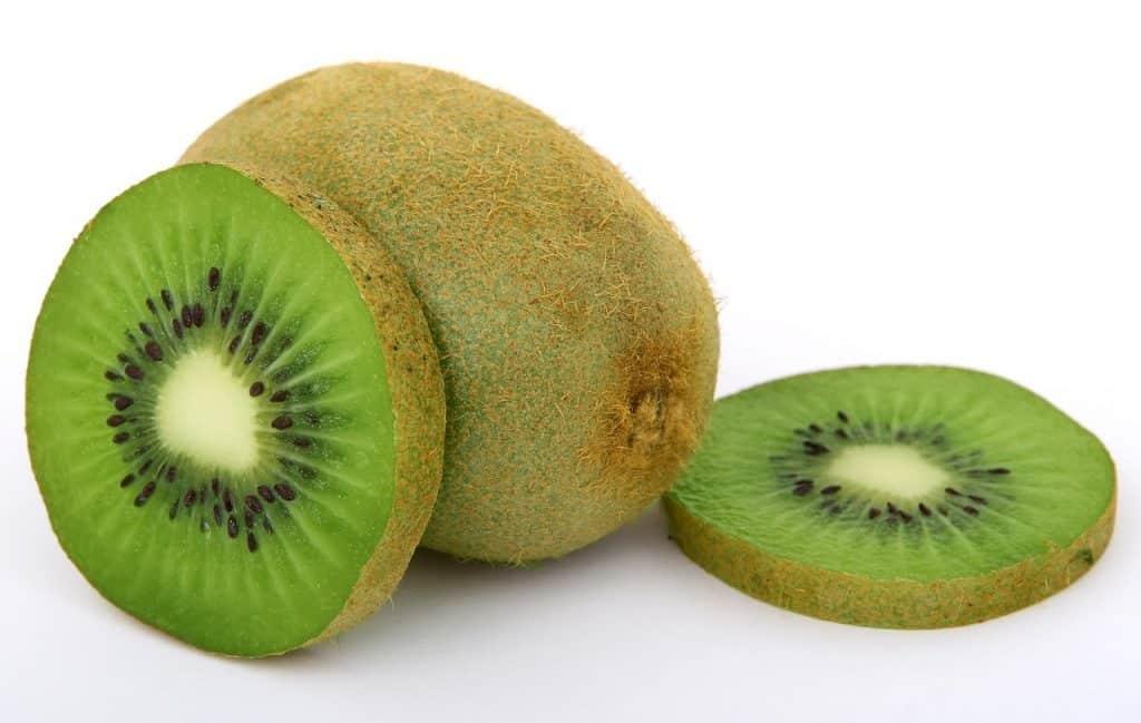 10 Beneficios del Kiwi: Propiedades y Contraindicaciones de su consumo