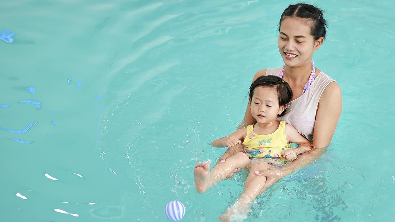Natacion para bebés ¿Es recomendable?